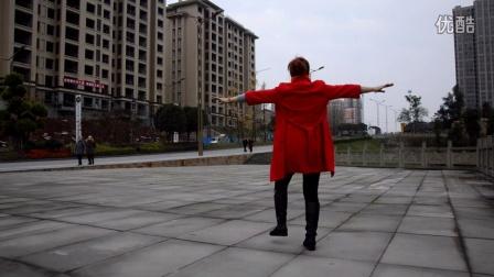 点击观看红红广场舞 《迷茫的爱》 室外自拍广场舞视频视频