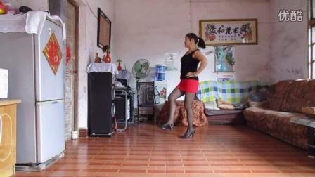 点击观看桂林阿凤广场舞 迷茫的爱 歌手:郭玲视频