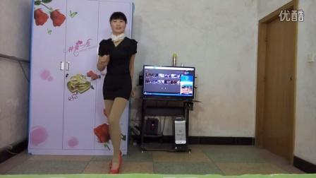 点击观看《玲珑广场舞 爱情骗子我问你 编舞:杨丽萍 歌手:十二大美女》