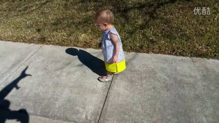 宝宝被粑粑的影子吓坏了