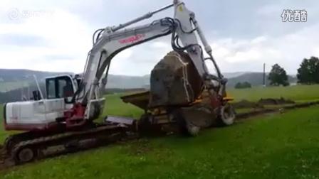 挖掘机也有失误的时候 大石块造成的恐怖事故
