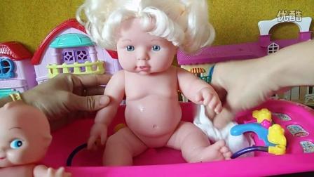 芭比娃娃宝宝与姐姐熊出没一起洗澡澡图片