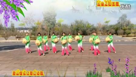 阿采原创广场舞 黄山樱花飞舞广场舞云朵上的羌寨变队形