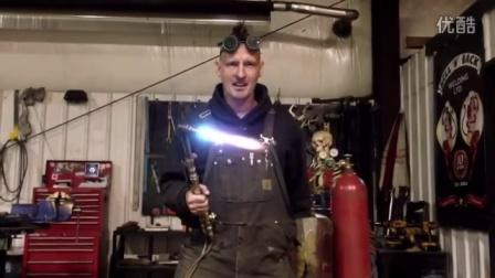 疯狂老外用舌头品尝焊机6300˚F割火炬
