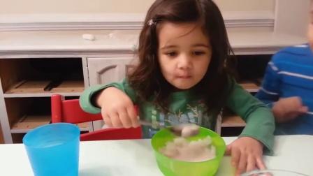 【发现最热视频】小萝莉吃冰!反应太搞笑了