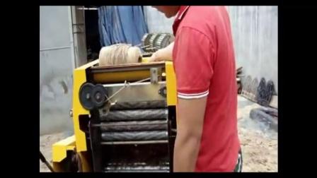 玉米秸秆发酵储存黄贮青贮饲料面包草养牛视频