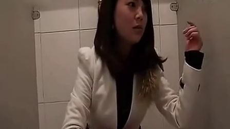 美女上厕所摊上大事了 性感美女妹子宅男女神