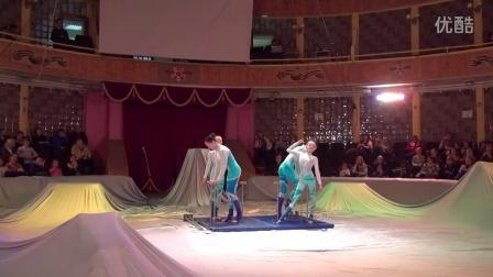 马戏团演员柔术组合
