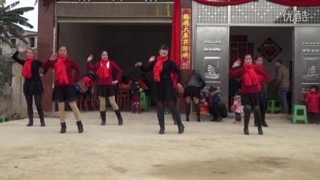 贵州省安顺市镇宁县马厂镇黄泥堡广场舞《阿哥嘹亮的歌声》贺乔迁。摄影:莫  鸿。QQ:2495910702。电话:18708532109