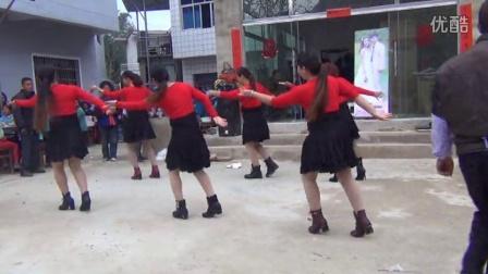 贵州省安顺市关岭县白水镇滑石哨广场舞《爱你爱不完》。摄影:莫  鸿。QQ:2495910702。电话:18708532109