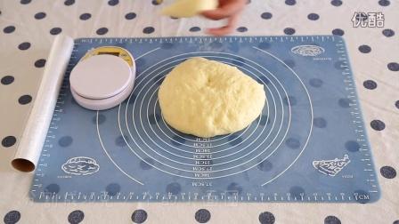 手把手教你做香喷喷的肉松面包