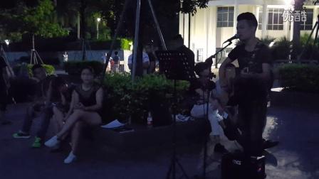 吉他弹唱《等一分钟》 凤凰山公园露天演唱