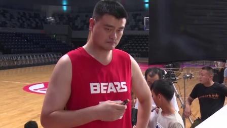 """姚明重回篮球场爆发姚力量 大赞""""华妃""""娘娘快来接招 160914"""