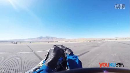 """实拍飞行员准备下机时 险遭后面飞机机翼""""削头"""""""