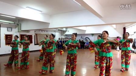 黄龙县队在2016年延安市中老年人健身球(操)展示赛上表演的第十套健身球(操)