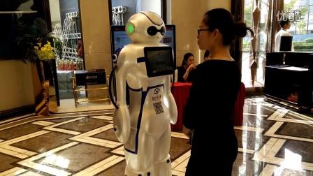 澳博商务迎宾机器人开盘互动