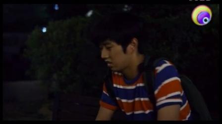 韩国剧情《夜生活》美妇旁观小情侣亲亲_标清
