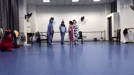 14月学前二班儿童话剧 森林的故事(上)