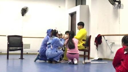 14学前二班儿童话剧 森林的故事(下)