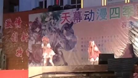 青岛动漫城春季女生节天幕魔法小圆脸lukaluk少女练肩图片