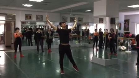 郝金龙上册老师年级《视频》二数学舞蹈神话v上册说课稿图片