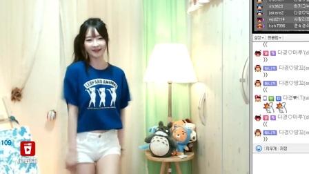 很少见的韩国清纯女主播跳了一支清纯的舞蹈