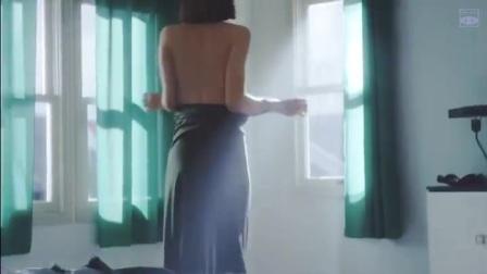 优衣库的广告, 佐佐木希露出美背, 让人垂涎三尺