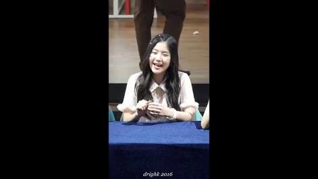 韩女团美女现场 给粉丝唱歌那么清纯可爱