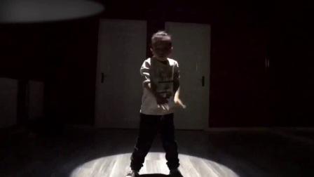 街舞曳步街舞舞蹈1.poppin机械舞