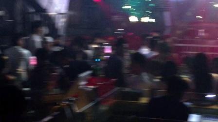 酒吧女歌手小罕