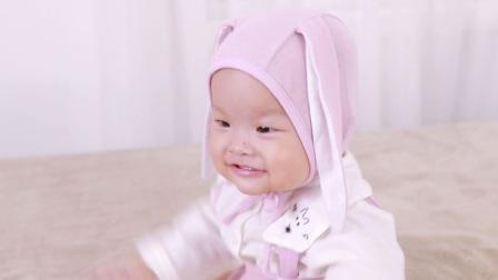 8个月小公主拍照MV