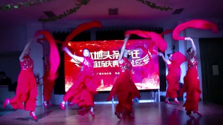 10.舞蹈《鼓舞飞扬》表演:阳光艺术团