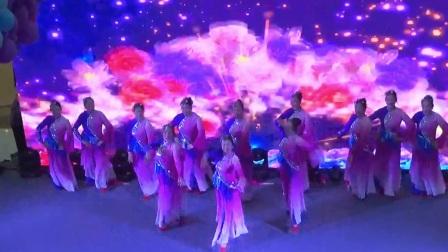 新月舞蹈队 舞蹈--庆丰收串烧 2017-11-24