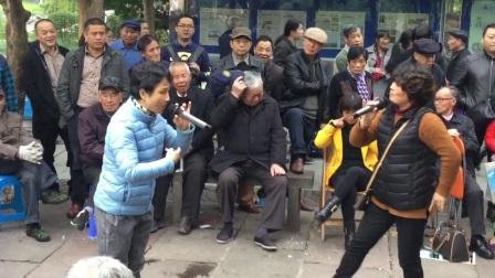 20171125,宁波中山公园大家唱(越剧五女拜寿)耒到故乡心沸腾,小冯与李凤珠演唱,《原创,如有雷同均为盗版》。
