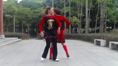 知足常乐舞蹈队李爱桃,云琴演示双人舞《歌在