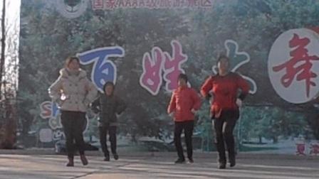 倪庄三凤舞蹈队在夏津森林公园会盟广场