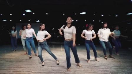 牛仔裤优雅爵士风爵士舞,最简单最好学的舞蹈