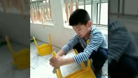 擦椅子MV