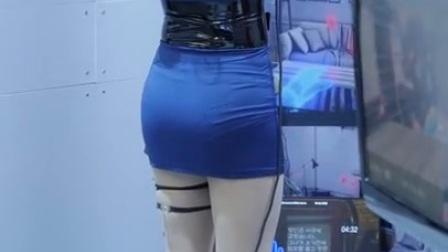 街拍包臀翘臀性感丰满短裙蓝色裙子美女于某活