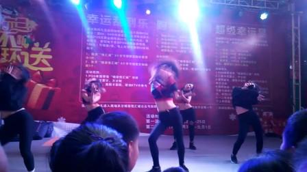 锦荣悦汇城圣诞节美女热舞2