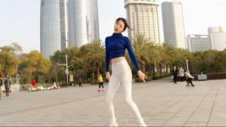美女滢滢南昌秋水广场练习韩舞《Sistar-Shake It》