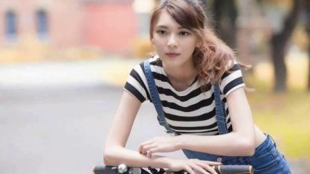 吊带衫清纯美女性感写真,细腰长腿,一双眼睛