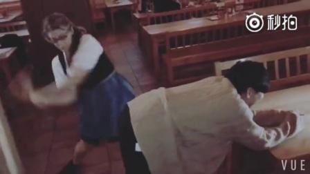 林俊杰被酒吧女服务员打屁股 痛到脸部扭曲无法