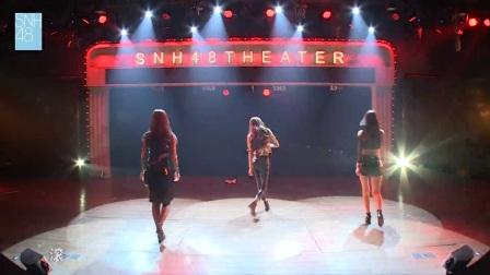 撸友福利-大佬左拥右抱两大性感美女跳热舞