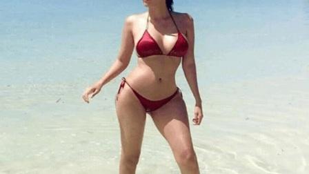 菲律宾女星Sunshine海边大秀身材,不同比基尼穿着
