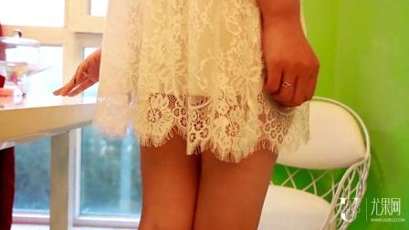 短发美女雨夕_白色蕾丝裙角的性感