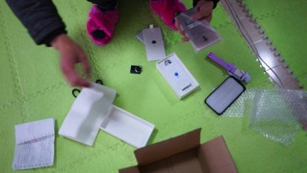 微工数码专营店偷耳机,换旧自拍杆,磨损手机