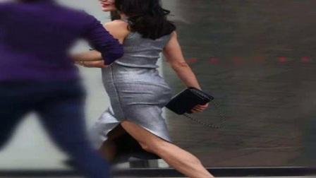街拍穿银色连身裙的美女,天气这么冷,竟然还穿的