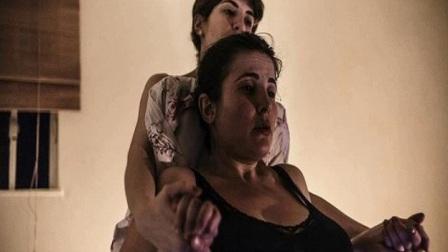 实拍孕妇在家生孩子全过程,助产士全程陪护视频