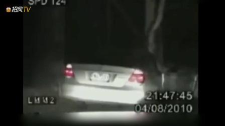 发生在2010年的离奇案件,两名美国警察遭神秘力